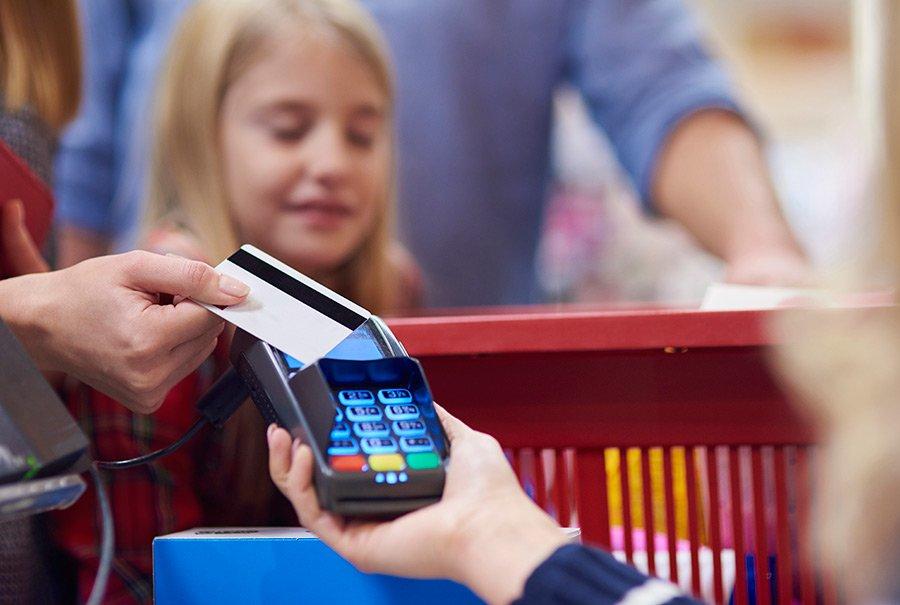 El pago con tarjeta supera al pago en efectivo